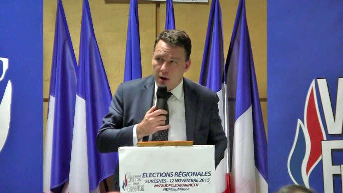 Jean-Lin Lacapelle lors d'une réunion publique de soutien à  Wallerand de Saint Just,candidat du Front national aux régionales, le 12 novembre 2015 à Suresnes (Hauts-de-Seine).