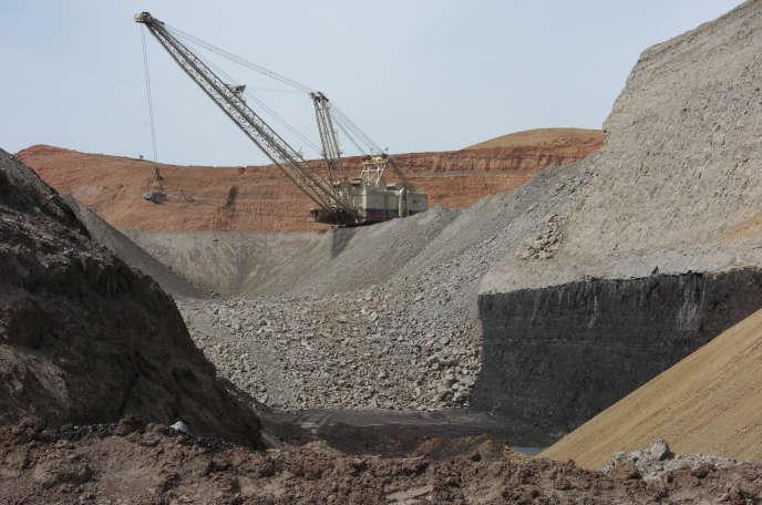 Excavatrice, dans une mine de charbon du Montana.