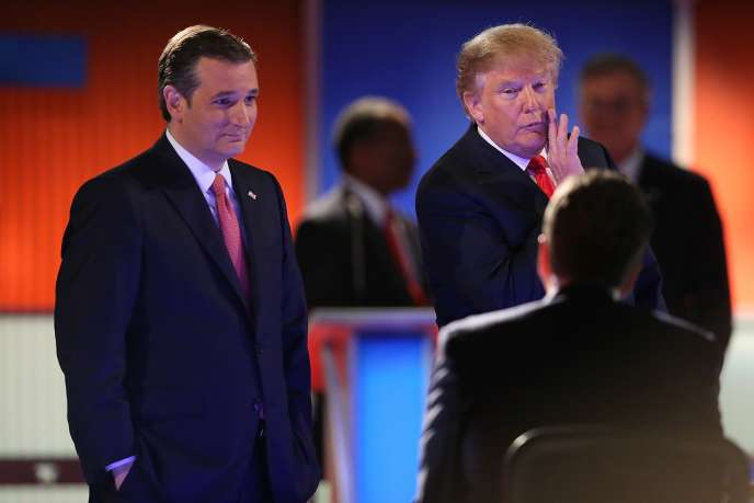 Le magnat de l'immobilier Donald Trump (à droite) et le sénateur du Texas, Ted Cruz (à gauche), lors du débat républicain du 14 janvier 2016 à North Charleston en Caroline du Sud.