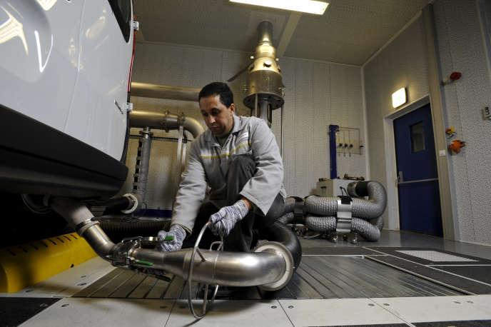 Tests d'émission des gaz d'échappement chez Renault.