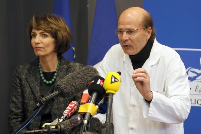Marisol Touraine a tenu une conférence de presse avec le docteur Gilles Edan, responsable du pôle neurosciences du CHU de Rennes, le 15janvier.