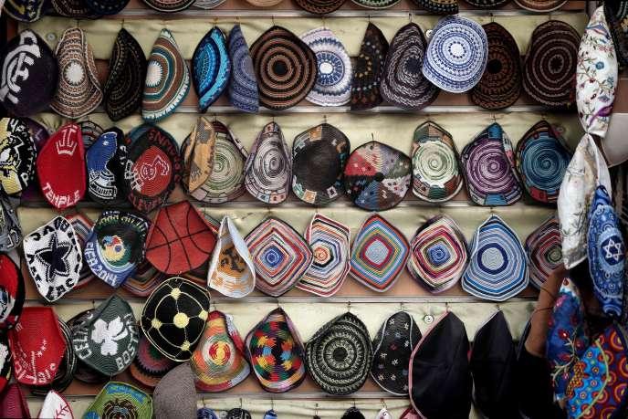 Kippas dans une boutique à Jérusalem, le 15 janvier.