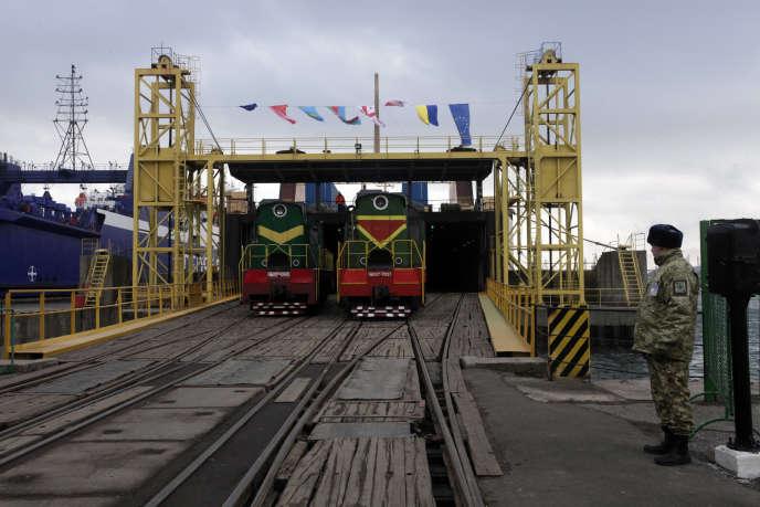 Inauguration d'une nouvelle liaison ferroviaire facilitant les importations et exportions entre la Chine et l'Europe, à Illichivsk, en Ukraine, le 15 janvier 2016.