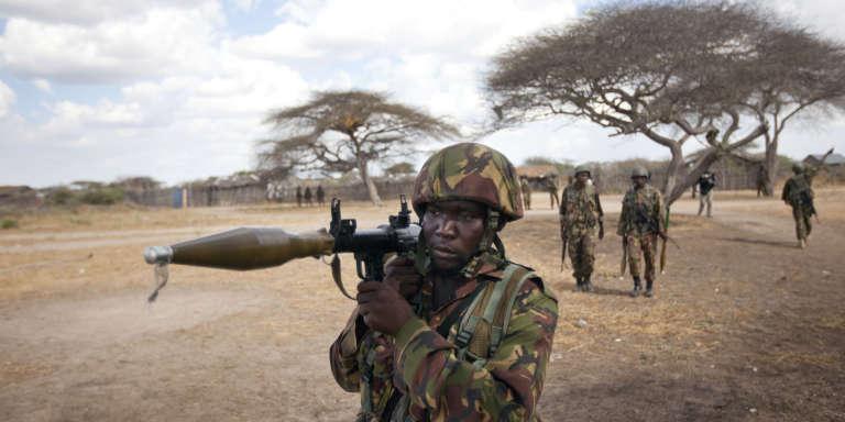 Des soldats  du contingent kényan de la Force de l'Union africaine en Somalie (Amisom) lors d'une patrouille à Tabda (sud), février 2012.
