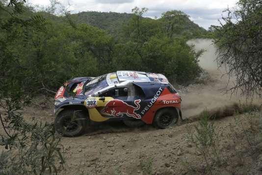 Stéphane Peterhansel et son copilote Jean-Paul Cottret (ici en Argentine, le 15 janvier) ont offert à Peugeot, samedi 16 janvier 2016, la  victoire au rallye Dakar-2016.