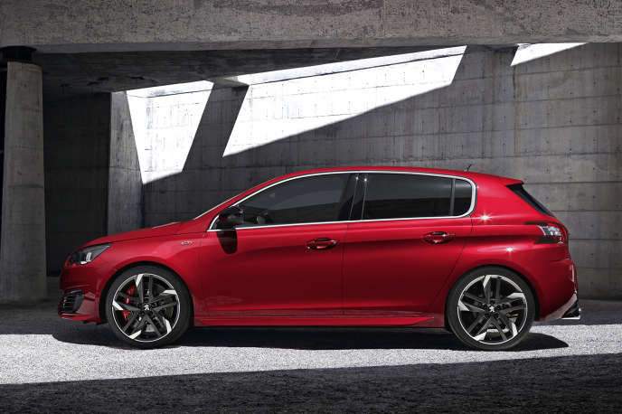 Voiture de l'année 2013, la 308, ici dans la version GTI qui sera lancée en 2016, a contribué à faire remonter les ventes de Peugeot.
