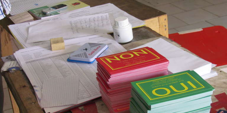 Des bulletins de vote lors du référendum constitutionnel d'octobre 2015 au Congo.