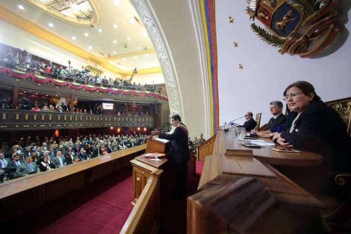 Nicolas Maduro s'adresse l'Assemblée vénézuélienne, à Caracas, le 15 janvier 2016.