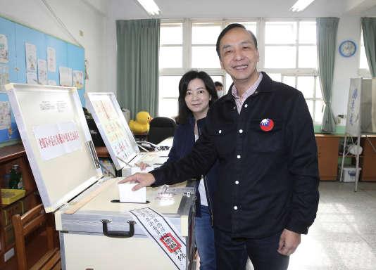 Eric Chu, le candidat du KMT, parti du président sortant.