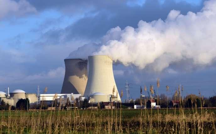 La centrale nucléaire belge de Doel, en  janvier 2016.