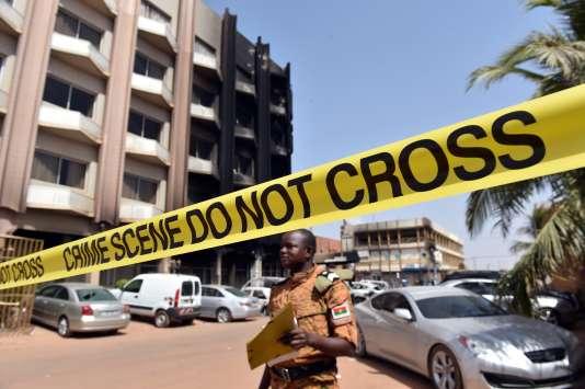 Près du Splendid, l'hôtel de Ouagadougou dans lequel se sont retranchés les djihadistes avec des otages.