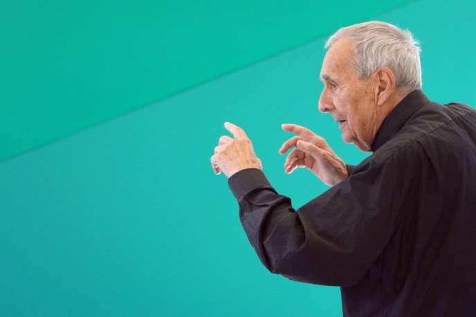 Le sculpteur et peintre Gottfried Honegger, lors d'une exposition à l'Espace de l'art concret à Mouans-Sartoux, en octobre 2009.