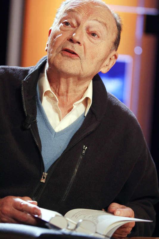 L'écrivain Michel Tournier à l'émission littéraire Vol de Nuit le 23 mai 2006 à Paris.