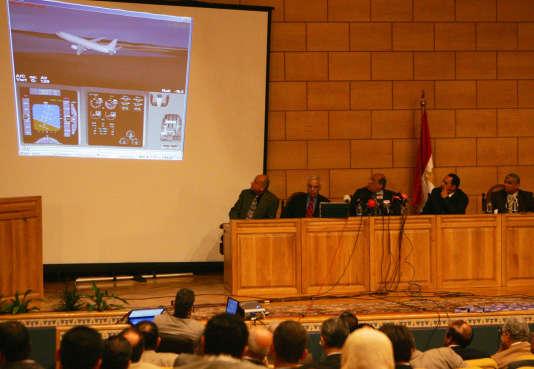 La commission d'enquête égyptienne lors d'une conférence au Caire, le 25 mars 2006.