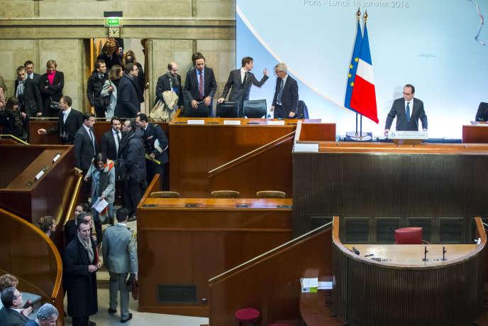 François Hollande au cours de la cérémonie des voeux aux acteurs de l'entreprise et de l'emploi au Conseil Economique Social et Environnemental à Paris, le 18 janvier 2016.