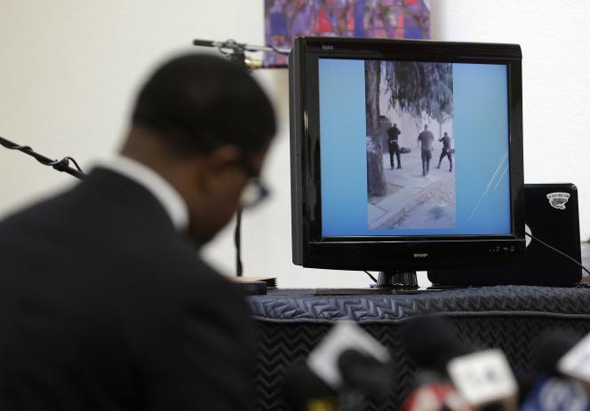 La mort de Mario Woods, le 2 décembre 2015, a été filmée par des smartphones. La scène ressemble à un peloton d'exécution et est maintenant analysée au cours d'une enquête sur la police de San Francisco.