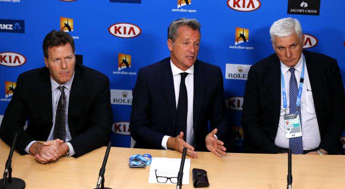 De gauche à droite : Mark Young (vice-président de l'ATP), Chris Kermode (président de l'ATP), et Nigel Willerton (président de la commission d'éthique), lors de la conférence de presse, le 18 janvier à Melbourne (Australie), à la suite des accusations de matchs truqués, formulées la veille par la BBC et BuzzFeed.