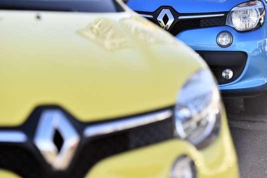 Des voitures de marque Renault chez un concessionnaire de Saint-Herblain le 15 janvier 2016.