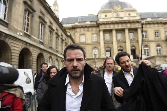 L'ex-trader français Jérôme Kerviel devant le palais de justice, à Paris, le 18 janvier.