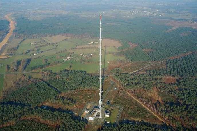 Antenne Loran, sur le site du Mans-Mayet.