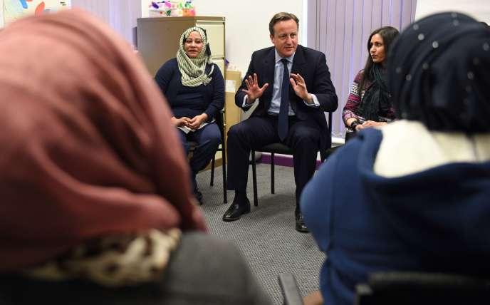 David Cameron intervient dans un cours d'anglais dans  Shantona Women's Centre, à Leeds, le 18 janvier.
