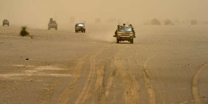 Des troupes françaises et maliennes dans la région de Tombouctou au Mali, juin 2015.