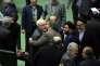Javad Zarif, le ministre des affaires étrangères iranien (de face au centre), au Parlement,  à Téhéran, le 17 janvier.