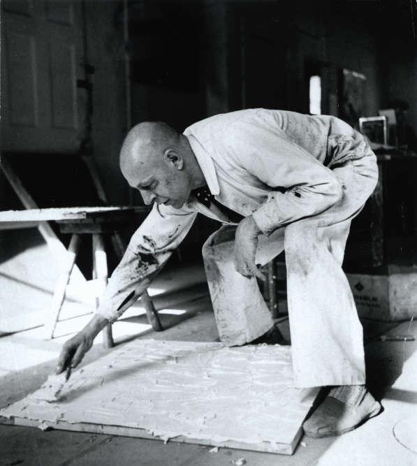 « Ernst Beyeler ayant été très impressionné par l'art de Dubuffet, une étroite collaboration s'est nouée entre les deux hommes, conduisant à un contrat d'exclusivité entre le galeriste et l'artiste. Son intérêt se reflète dans la collection permanente de la Fondation Beyeler, qui contient de nombreux chefs-d'œuvre de Dubuffet. »