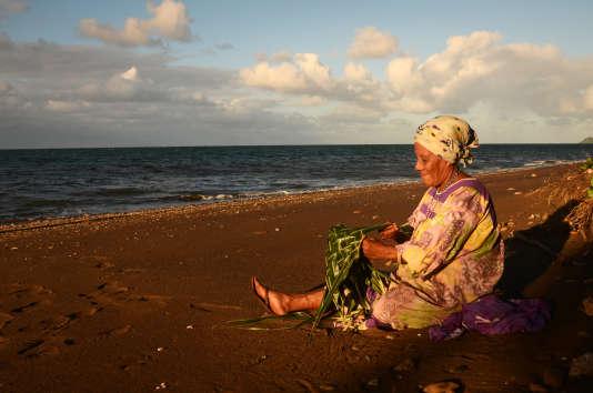 Georgette Nonké, guérisseuse de la tribu de Borendy, sur la côte est, Nouvelle-Calédonie.