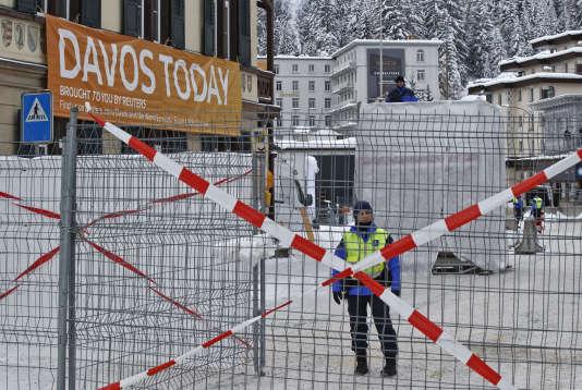 L'entrée du Forum économique mondial annuel, le 19 janvier 2016 à Davos (Suisse).