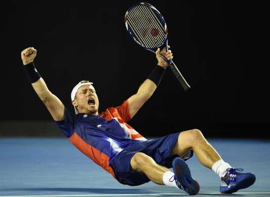 Mardi 19 janvier, Lleyton Hewitt libéré après sa victoire contre son compatriote James Duckworth, lors du deuxième tour de l'Open d'Australie.
