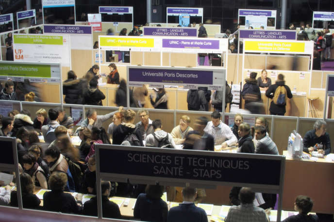 Le salon Admission Post Bac ( APB) à la grande halle de la Villette en janvier 2014.