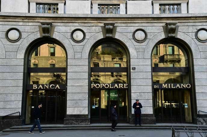 Une enseigne de la Banca Popolare, à Milan, le 19 janvier 2016.