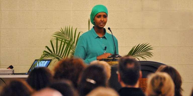 Fadumo Dayib, le 18 avril 2015, à la Lincoln School (Massachusetts), présente sa candidatutre à la présidentielle somalienne de 2016.