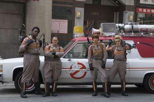 "Leslie Jones (II), Melissa McCarthy, Kristen Wiig et Kate McKinnon dans le film américain de Paul Feig, ""SOS Fantômes"" (""Ghostbusters"")."