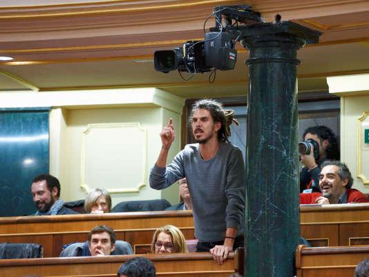 Alberto Rodriguez député du parti Podemos, lors de première session du Parlement, à Madrid, le 13 janvier.
