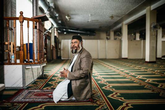D'origine bangladaise, l'imam Azom est arrivé aux Etats-Unis il y a trente et un ans. Ce sexagénaire est aujourd'hui responsable de la mosquée Al-Falah, à Detroit.