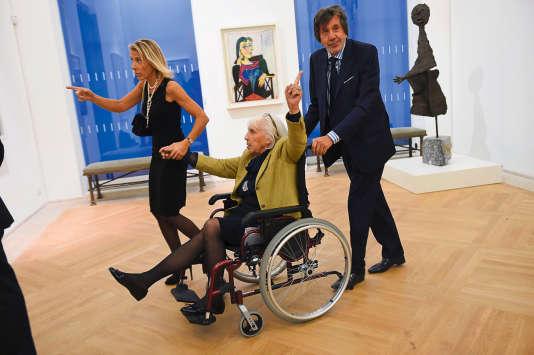 Maya Widmaier-Picasso (ici en fauteuil roulant le 25 octobre 2014 au Musée Picasso, à Paris) est au cœur de l'imbroglio qui a abouti à la double vente.