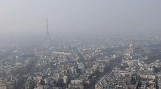 Episode de pollution de l'air à Paris, en mars 2015.