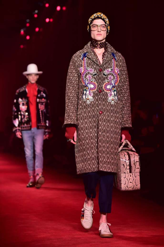 Une création Gucci présentée au défilé homme automne hiver 2016/2017, à Milan.