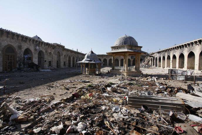 La mosquée des Omeyyades, à Alep (Syrie), dont le minaret s'est effondré après des affrontements entre les rebelles et les forces régulières, le 24 avril 2013.
