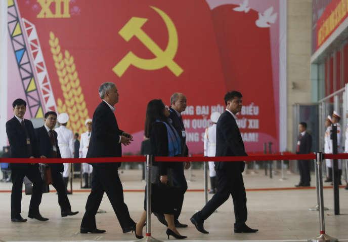 Des délégués arrivent à la session préparatoire du XIIe Congrès du Parti communiste vietnamien, à Hanoï, le 20 janvier 2016.