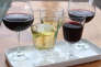 Quelques restaurants mais aussi de plus en plus de cavistes cherchent à faire partager, en France, leur passion des vins étrangers.