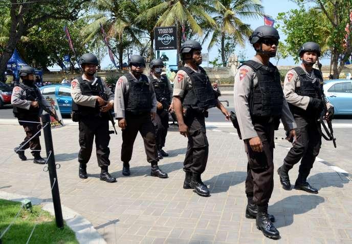 La police indonésienne multiplie les rondes depuis les attaques de Djakarta. Ici, à Bali, le 20 janvier.