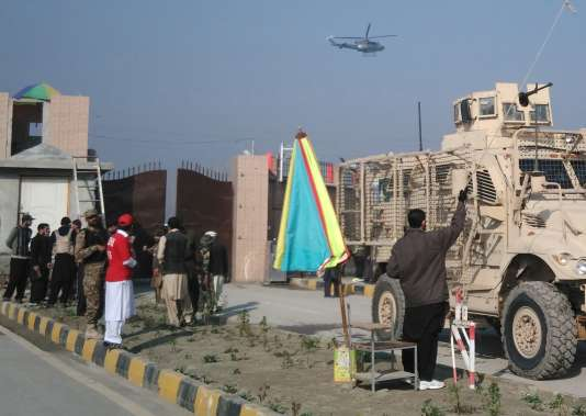 L'université Bacha Khan, à Charsadda, dans la province de Khyber Pakhtunkhwa, se trouve à moins de 30 kilomètres au nord-est de Peshawar, où un commando de taliban pakistanais a tué 141 élèves lors de l'attaque d'une école militaire en décembre 2014.