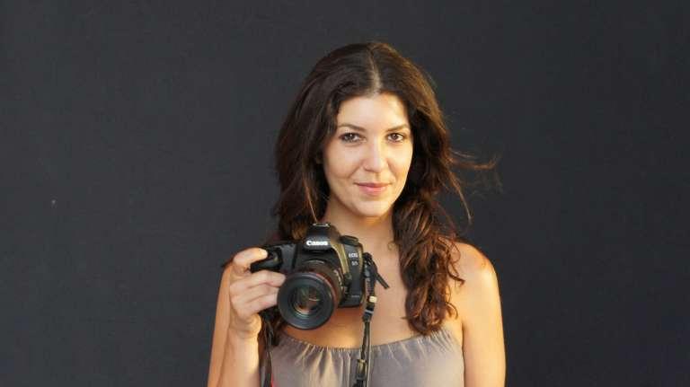 Leila Alaoui, photographe franco-marocaine, ici à Marrakech en 2011, a succombé à ses blessures, le 18 janvier 2016.