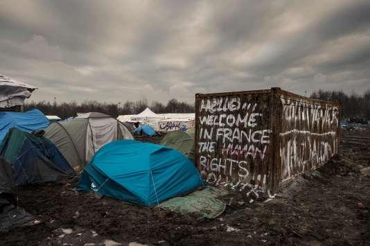 Quelque 1500 migrants, majoritairement kurdes, sont installés sur le camp du Basroch, particulièrement insalubre, à Grande-Synthe dans le Nord.