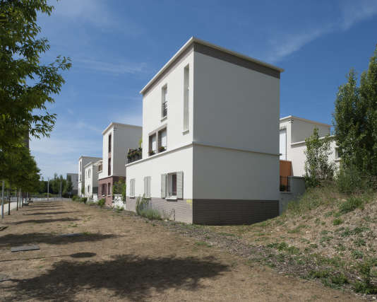 Logements réalisés par Roland Castro (Atelier Castro Denissof) en 2011, sur le site Duco-Hoechst-Quartier des Trois Rivières, à Stains (Seine-Saint-Denis).