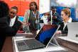 Une tablette Microsoft Surface dans le magasin du groupe, à New York.