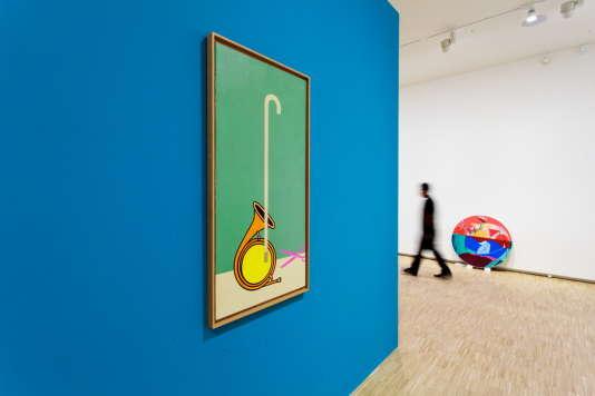 Au premier plan, «Passage», d'Hervé Télémaque (1970), pendant l'accrochage de la salle carrée. Acrylique sur toile, 120 × 60cm..